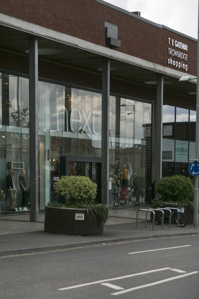 High Street Retailers <br><a target=